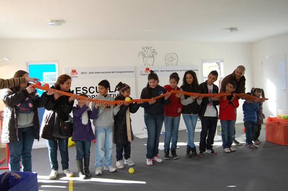 Las Escuelas Tienen Un Lugar En El Pueblo Cooperativo De